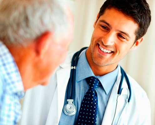 Imagen doctor sonriendo. Confianza