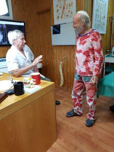 Imagen doctor pasando consulta